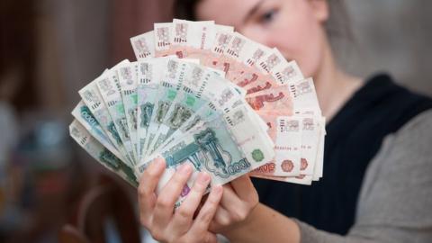 Директора фирмы по установке кондиционеров уличили в задержках зарплаты
