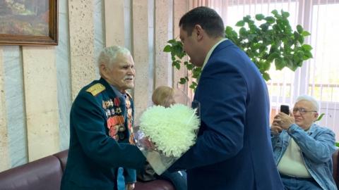 Депутат поздравил ветерана со 104-летием