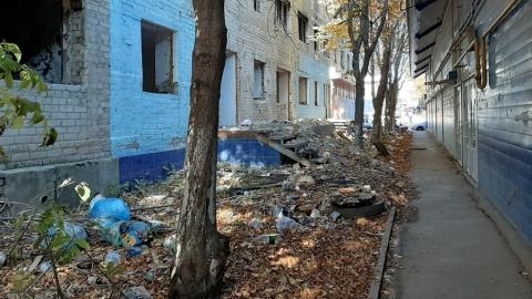 Саратовцы нашли опасную дорогу вдоль полуразрушенного дома