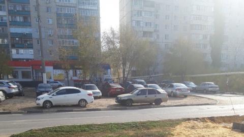Автохамы уничтожили газон у дома на Технической