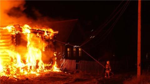 Ночью в Энгельсе сгорала частная баня