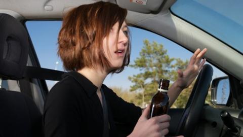 На нетрезвую женщину-водителя возбудили уголовное дело