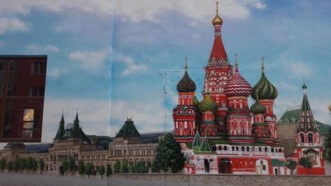 В Энгельсе рядом с детской площадкой «Покровский Кремль» появились виды Москвы