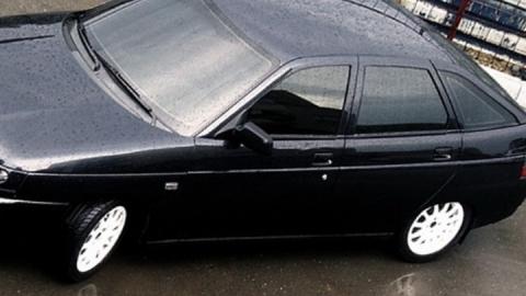 В Пугачеве у пенсионера пытались угнать машину