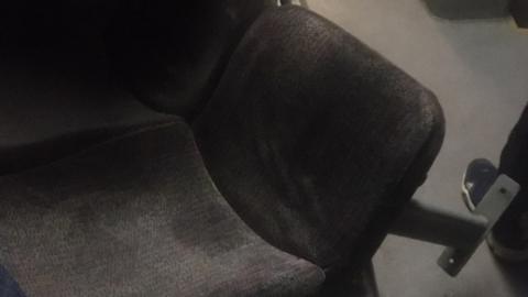 В автобусе «Саратов-Энгельс» под пассажирами рухнуло сиденье