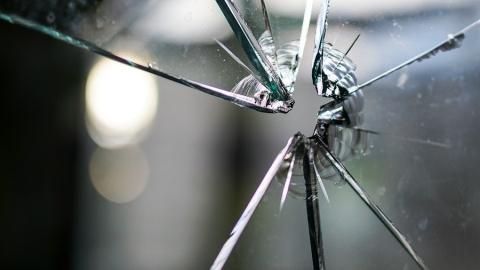 Жительница Заводского пожаловалась на угрозы стеклом от возлюбленного