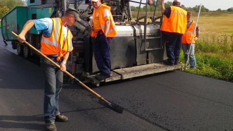 Завершается строительство новой дороги в Энгельсе