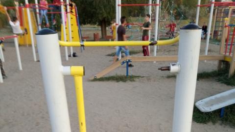 В Саратове обнаружились опасные детские площадки