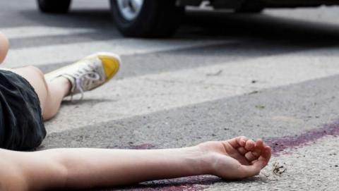 Две девочки попали под машину в Саратове