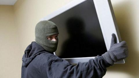 Энгельсского рецидивиста подозревают в краже телевизора