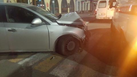 Двое человек ранены в аварии в центре Саратова