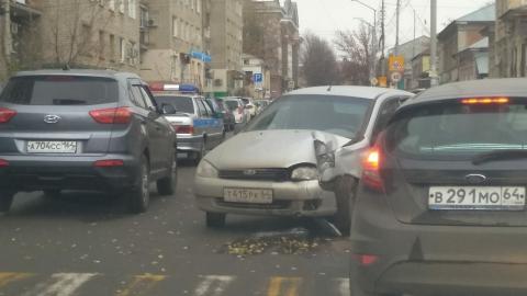 Лада Калина и Hyundai столкнулись на Первомайской