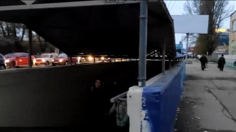 Дети в Заводском районе ходят в школу через темный переход. Видео