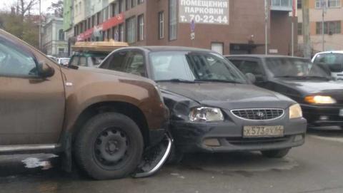 Новое ДТП на перекрестке улиц Радищева и Чернышевского