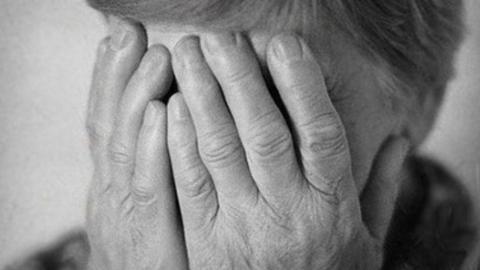 «Старики-разбойники»: пенсионерку подозревают в краже сумки у другой бабушки