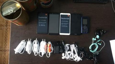 Саратовские надзиратели нашли смартфоны в банках с оливками