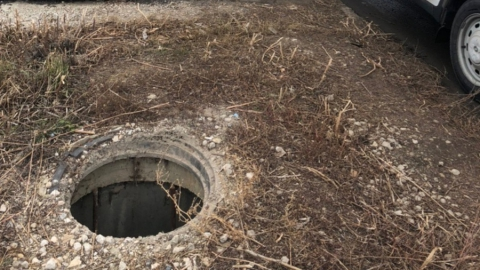 Жители Саратова опять нашли открытый люк
