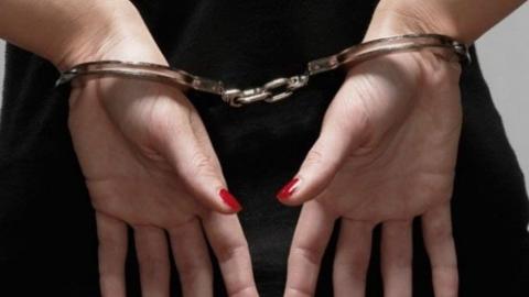 Жительница Заводского района ограбила 94-летнюю старушку и пропила смартфон подруги