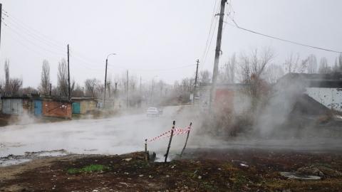 В Балакове горячая вода неделю заливает гаражный кооператив