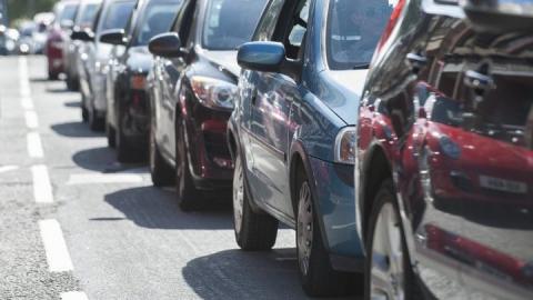 ДТП на Усть-Курдюмском шоссе стало причиной гигантской пробки