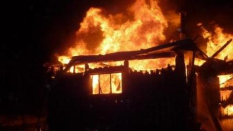 Сегодня утром сгорела баня в Татищевском районе