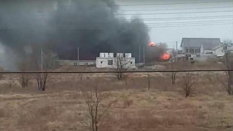 Недострой горит в поселке Дубки. Видео