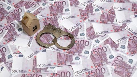 Жителя Энгельса подозревают в незаконном завладении домом пенсионерки