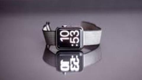 Рецидивист украл у студента модные часы Apple