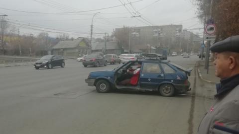 По Саратову едет машина без двери
