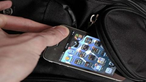 Балаковских рецидивистов подозревают в краже старых телефонов