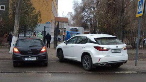 Саратовцы заметили сразу двух автохамов на Шелковичной
