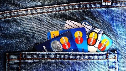 Безработного будут судить за использование найденной банковской карты