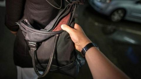 Жительница Энгельса лишилась сумочки и телефона