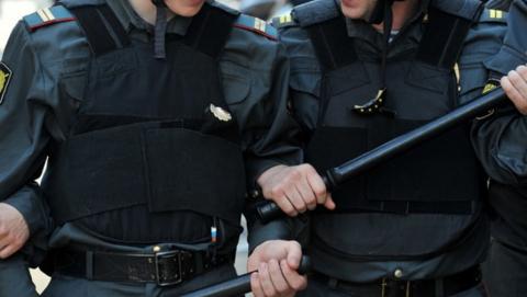 Суд не позволил распускающему руки полицейскому вернуться на службу