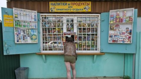 Стрелюхин разрешил торговать в ларьках макаронами и чаем