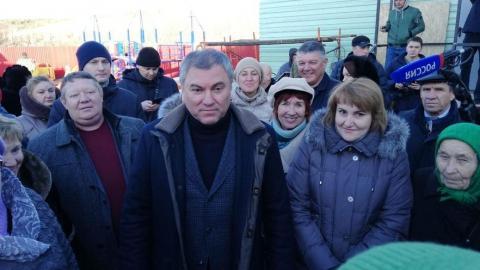 Жители Тепловки попросили Володина помочь с ФАПом и дорогой