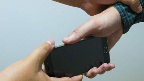 Несовершеннолетнего рецидивиста подозревают в краже телефона