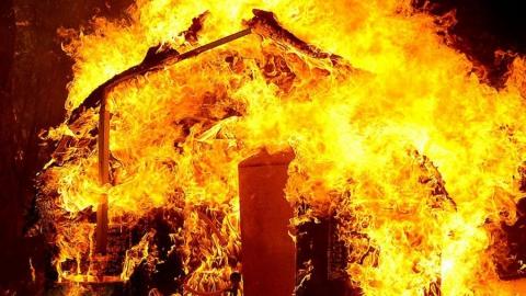 В Хвалынском районе сгорел старый Дом культуры