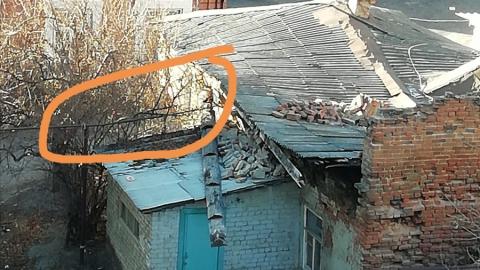 Саратовцы обеспокоены газовой трубой в заброшенном доме