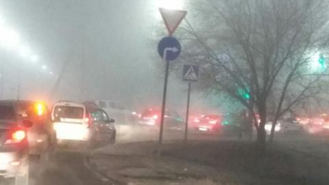 Туман в Саратове: водителям нужно быть аккуратнее