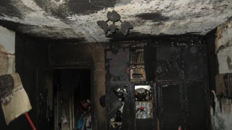 Бабушка задохнулась дымом из-за кучи хлама в квартире