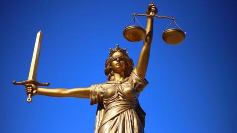 Адвокат пообещал «отмазать» родственницу саратовца за миллион рублей
