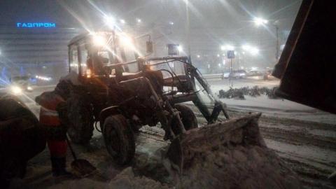 Власти продолжают активную уборку снега в Саратове
