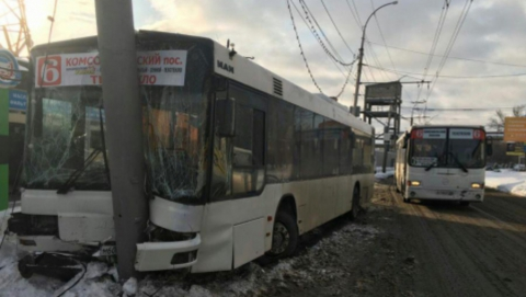 Аварией автобуса в Саратове занялся следственный комитет