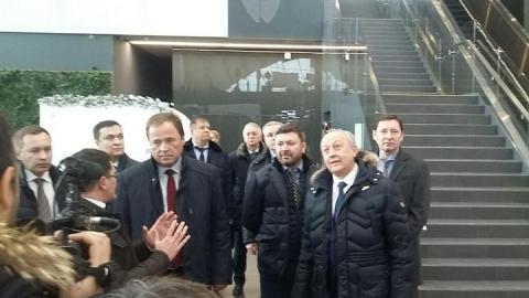 Полпреду президента показали капсулу Гагарина и мусорные контейнеры