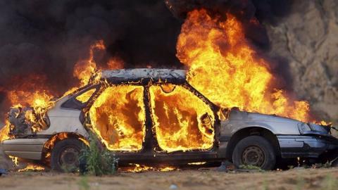 Ночью в Саратове сгорела элитная иномарка