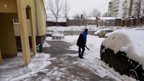 Управляющие организации завершают очистку дворов Саратовской области