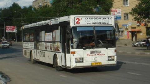Саратовский автобус столкнулся с двумя машинами