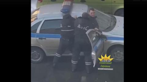 Дебошир из Солнечного разбил чужую машину и сопротивлялся аресту. ВИДЕО