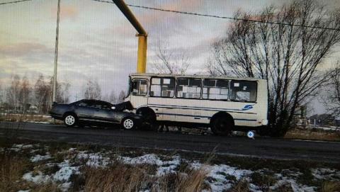 Toyota влетела в автобус под Балашовом